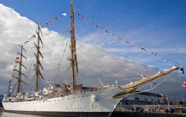 Llegó la Fragata Libertad al Puerto de Buenos Aires